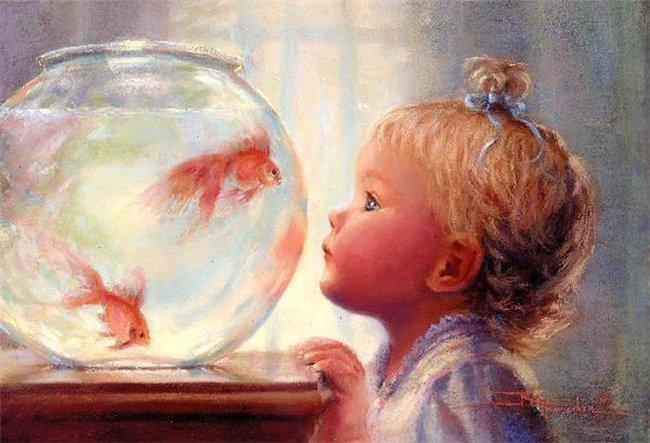 Золотые рыбки в круглом аквариуме