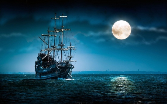 Корабль на фоне луны