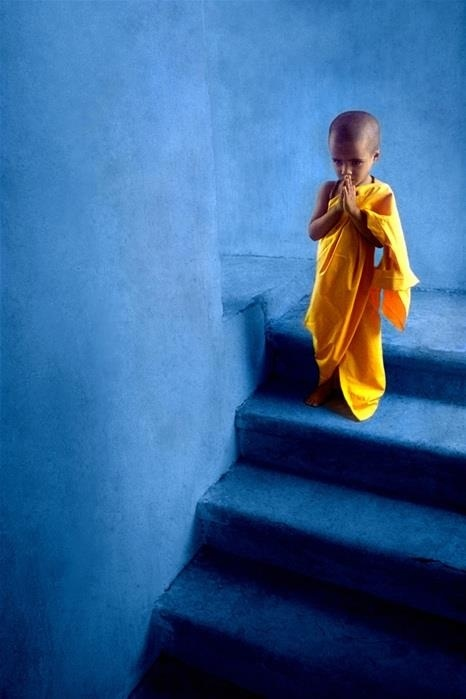 Мальчик - буддийский монах