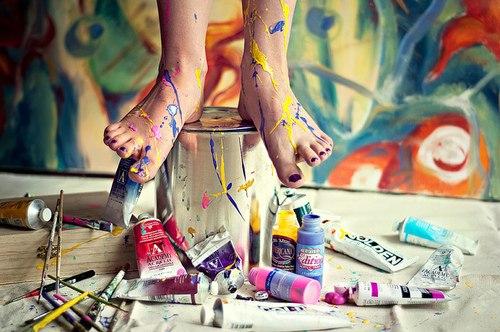 Краски на ногах