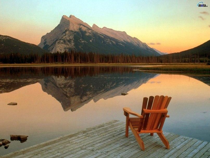 Кресло и горы