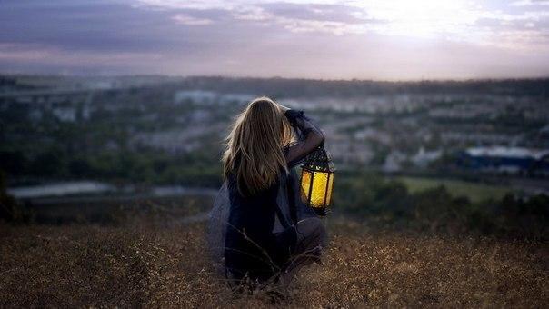 Девушка с лампой