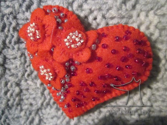 Текстильное сердце вышитое биссером