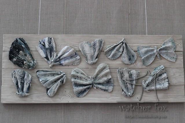 Бабочки из керамики на доске