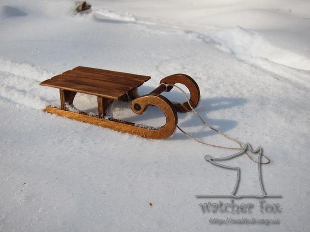 Игрушечные деревянные санки