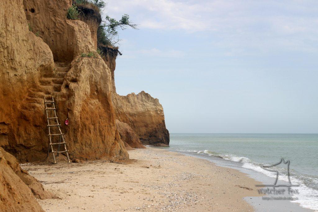 Море, лестника  и скалы