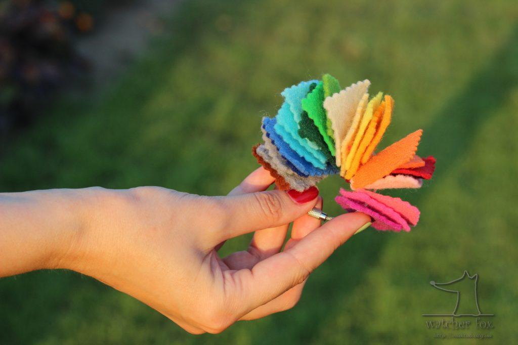 Разноцветные кусочки фетра