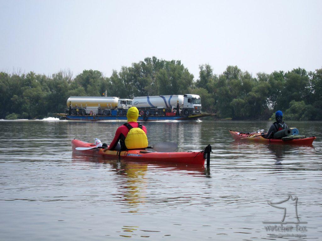 Фура в Дунае