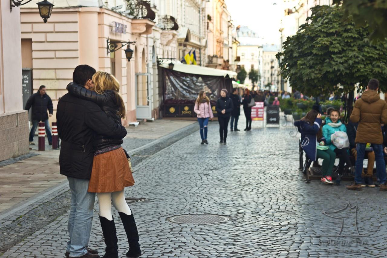 Парень и девушка в Черновцах